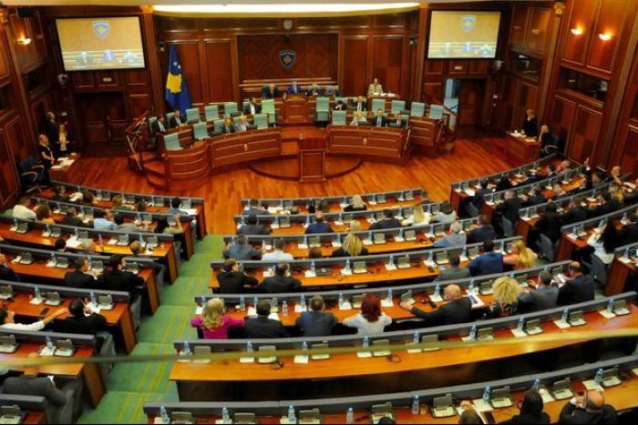 Le Parlement du Kosovo entérine un nouveau gouvernement après des mois de crise