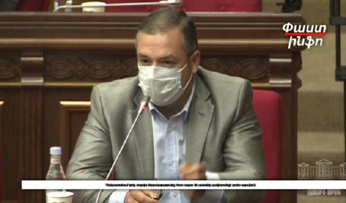 Deputat Paşinyanı səhlənkarlığda qınadı