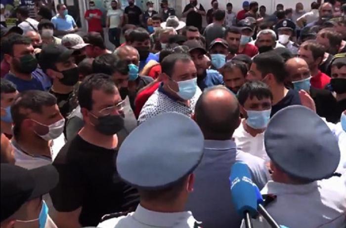 Ermənistanda maska taxmayanlara qarşı polis zorakılığı -  VİDEO