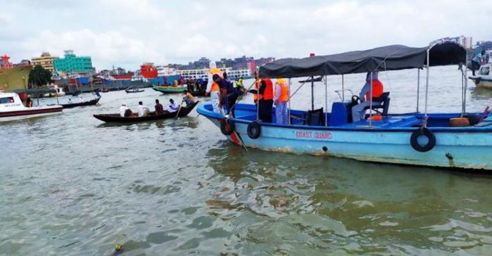 60 sərnişinin olduğu gəmi batdı -  23 meyit tapıldı
