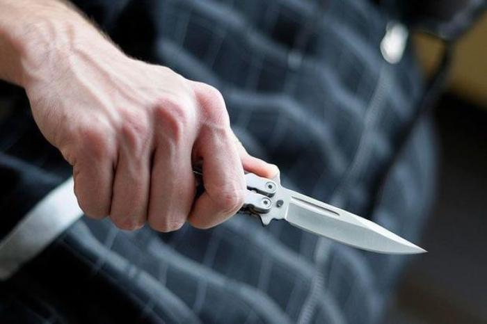 Sabunçuda ər arvadını bıçaqlayıb