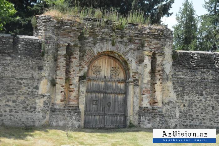جدران قلعة زقاتالا القديمة -  صور
