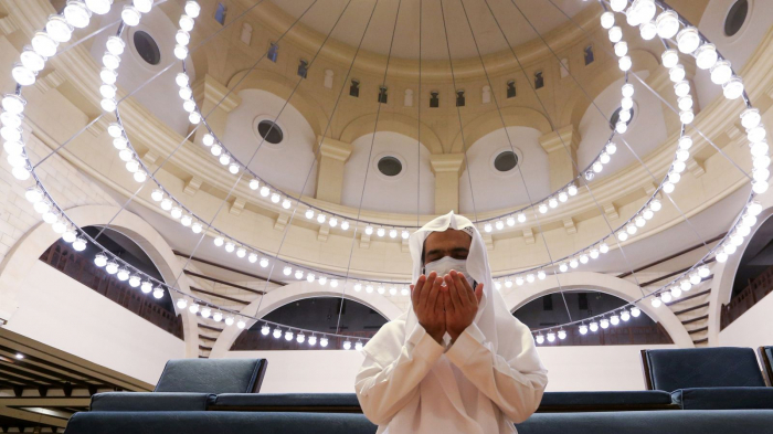 Saudi Arabia and Jerusalem reopen mosques as lockdown eases