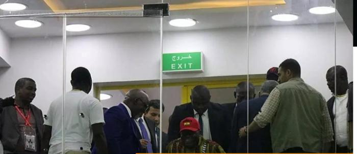 رئيس غانا يبدأ عزلا ذاتيا بعد إصابة شخص من القريبين منه بفيروس كورونا