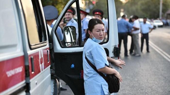 Qırğızıstanda yüzlərlə tibb işçisində virus aşkarlandı