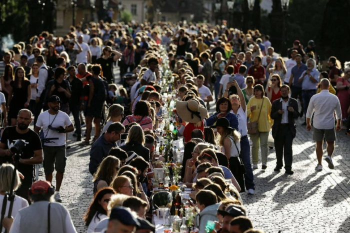 Prague throws huge farewell pandemic party with thousands of guests