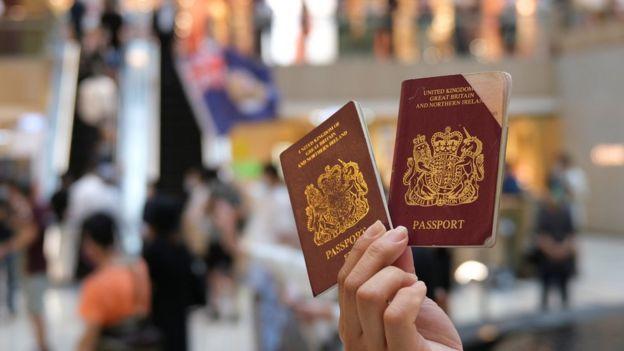 Hong Kong: UK makes citizenship offer to residents