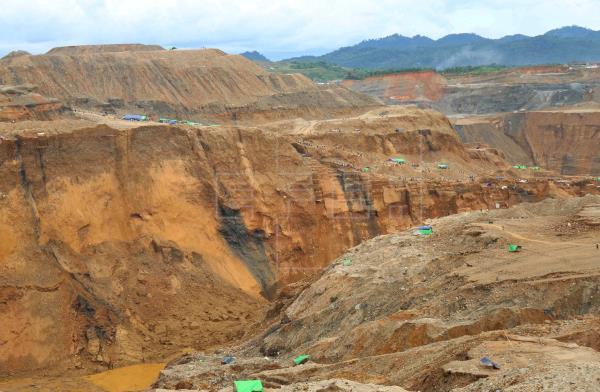 Al menos 50 muertos en un accidente en una mina de jade en Birmania