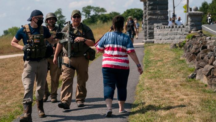 Falschmeldung führt zu bewaffnetem Aufmarsch rechter Gruppen