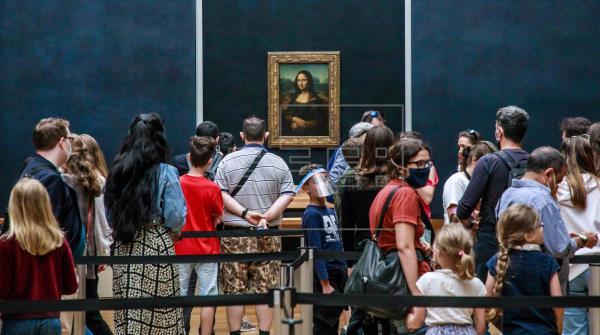 El Louvre reabre con menos de una cuarta parte de sus visitantes habituales