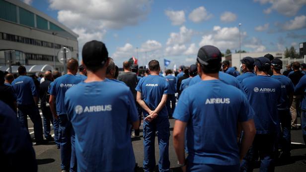 Airbus: les salariés manifestent à Toulouse contre les suppressions d