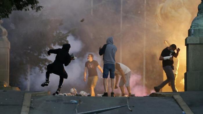 Erneut gewaltsame Zusammenstöße in Belgrad