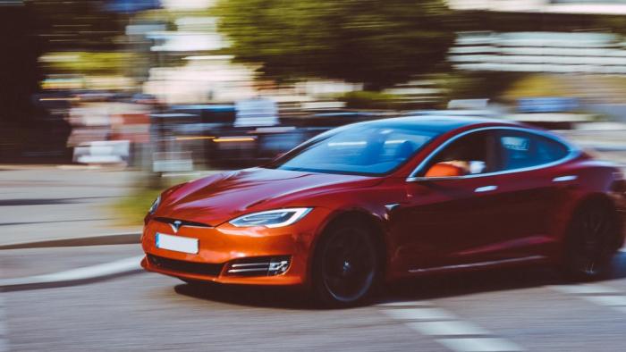 """Musk: Tesla está """"muy cerca"""" del nivel máximo de la conducción autónoma"""