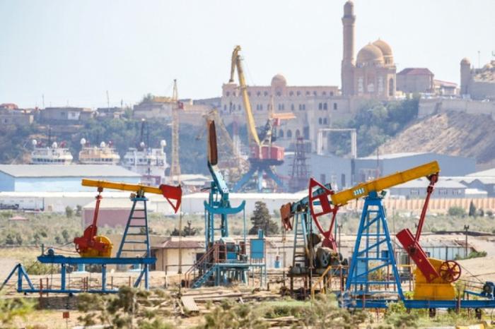 La caída del precio del petróleo de Azerbaiyán en los mercados mundiales