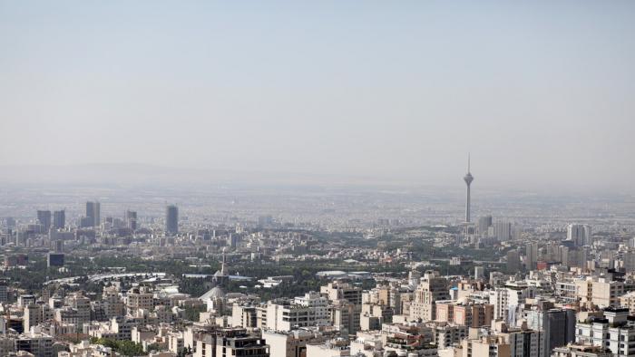 Irán reporta varias explosiones y cortes de energía cerca de Teherán