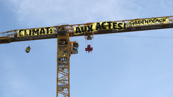 Greenpeace activists scale a crane at Notre Dame cathedral in climate protest -  NO COMMENT