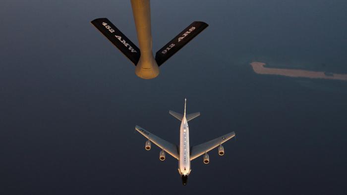Cazas rusos interceptan un avión espía de EE.UU. sobre el mar del Japón