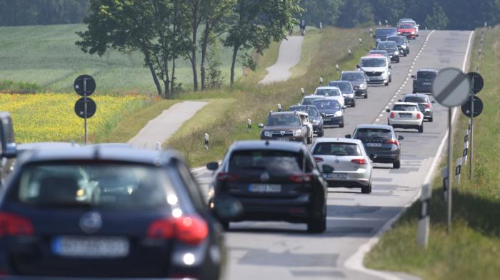 Campingbus rollt in den Rhein - junge Frau stirbt