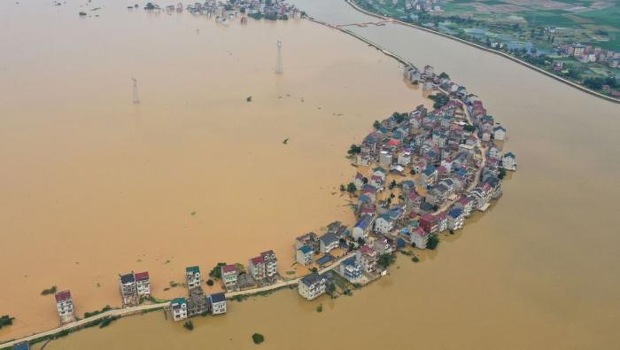 Schwere Überschwemmungen und mehr als hundert Tote