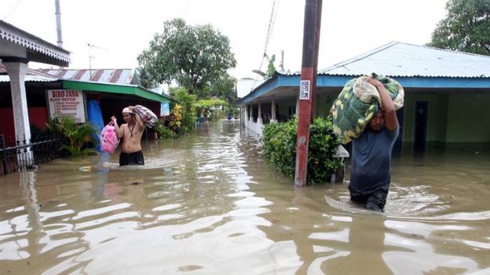 Flash floods kill 15 in Indonesia, dozens missing