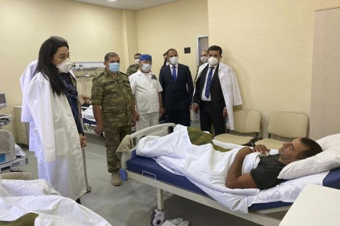 Ombudsman yaralanmış hərbçilərə baş çəkdi -    FOTO