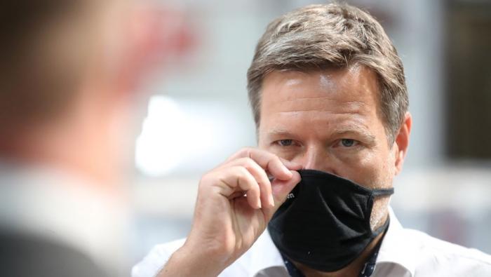"""Habeck strebt   """"Produktionsreserve""""   für Masken und Medizin an"""