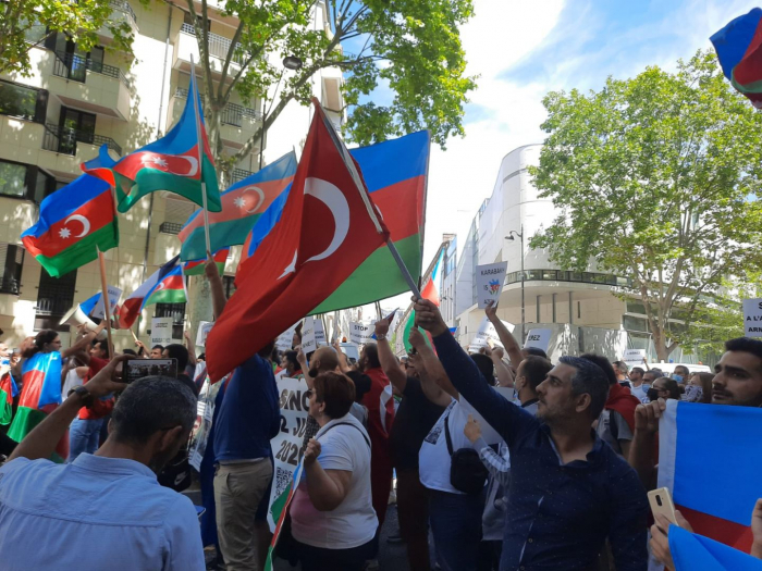 Azerbaijanis hold protest rally in Paris