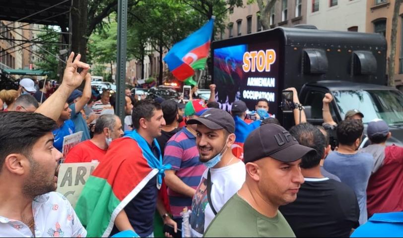 Ermənistanın BMT-dəki nümayəndəliyi qarşısında  -