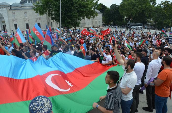 Überfüllte Kundgebung zur Unterstützung Aserbaidschans in Istanbul -   FOTOS