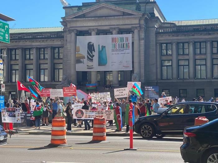 La acción de protesta de los azerbaiyanos contra las provocaciones armenias en Vancouver-  Fotos