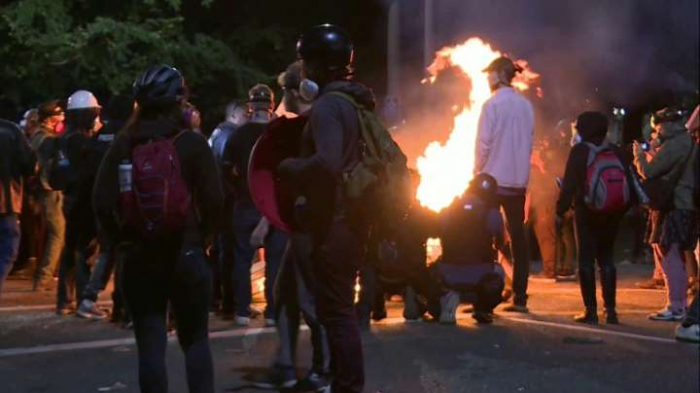 Police fire tear gas & rubber bullets at protesters in Portland-   NO COMMENT