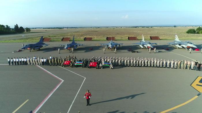 Les avions F-16 qui rejoindront les exercices Aigle TurAz-2020 sont arrivés en Azerbaïdjan -  VIDEO