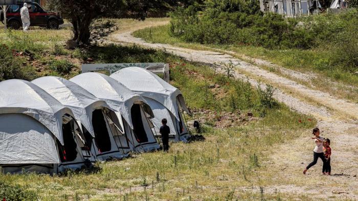 LaGrèce prolonge le confinement dans les camps de migrants
