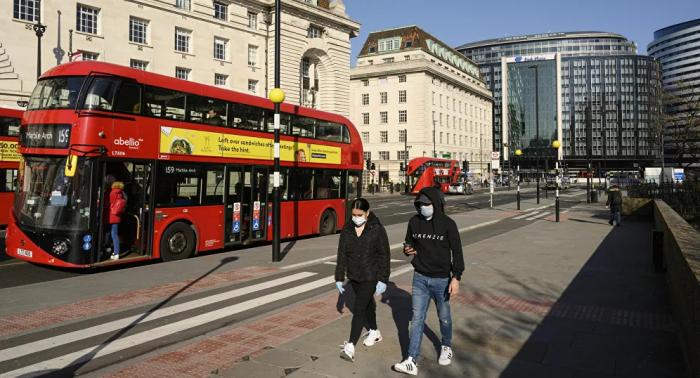 بريطانيا تعلن موعد تخفيف قواعد الحجر الصحي للوافدين إلى إنجلترا