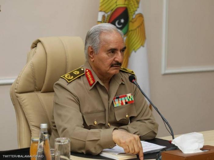 """ليبيا.. حفتر يجتمع بقادة الجيش بعد يوم من """"هجوم الوطية"""""""
