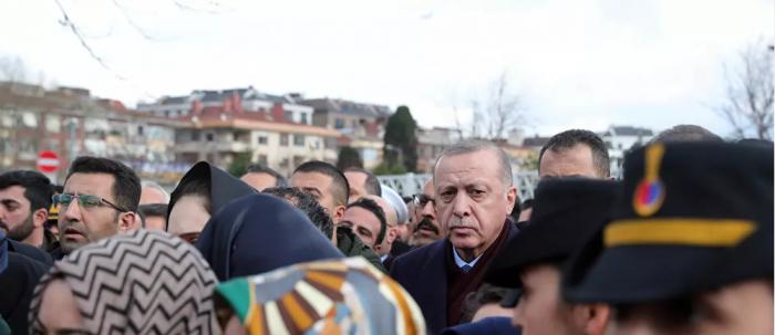 مشهد أثار ضجة.. هل هذه فعلا لحظة تشييع أردوغان جثمان رئيس أركان الجيش التركي