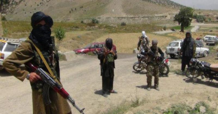 """""""Taliban"""" 6 polisi öldürdü, 7-si yaralandı"""