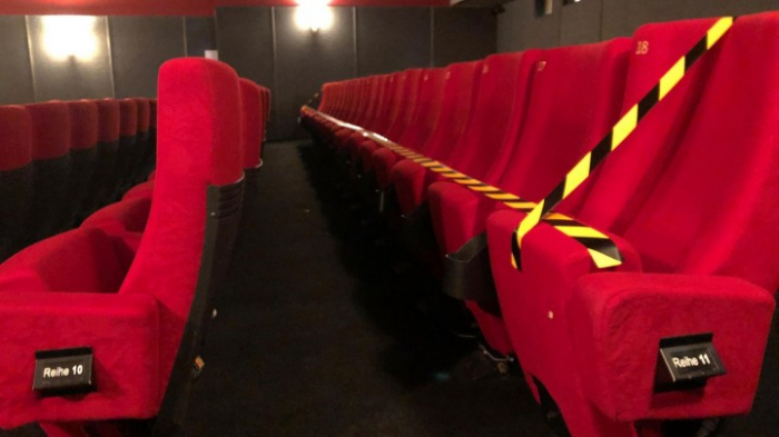 Grütters will Corona-Auflagen für Kinos und Theater prüfen