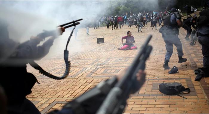 مقتل خمسة أشخاص واحتجاز رهائن في كنيسة بجنوب أفريقيا.. صور