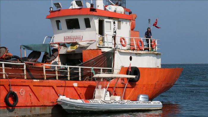 276 qanunsuz miqrantın olduğu gəmi saxlanıldı