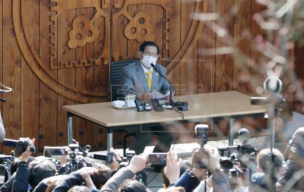 Arrestan al líder de la secta surcoreana que originó gran brote de COVID-19