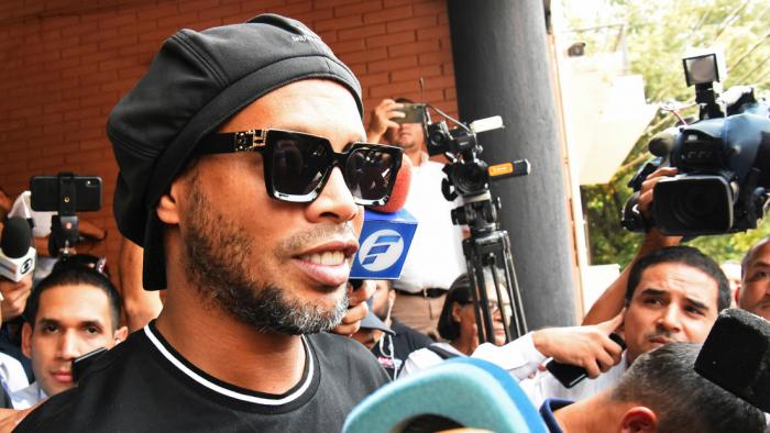 Ronaldinho podría dejar el arresto domiciliario en Paraguay