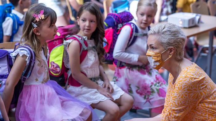 Meck-Pomm wagt sich als erstes in Schulalltag