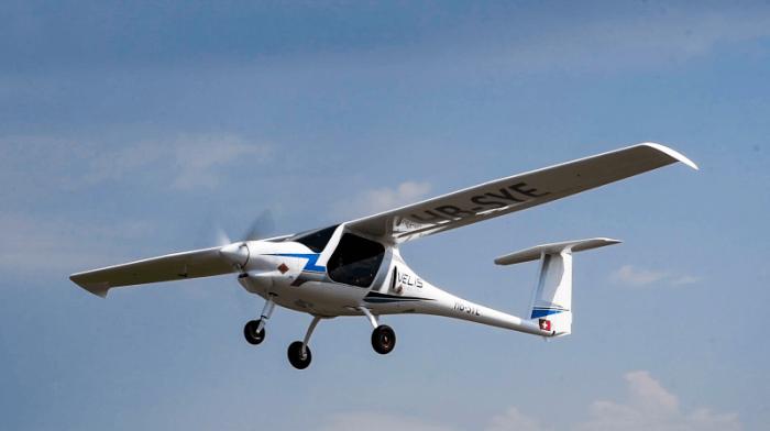 Suisse: le premier avion électrique certifié effectue son vol inaugural