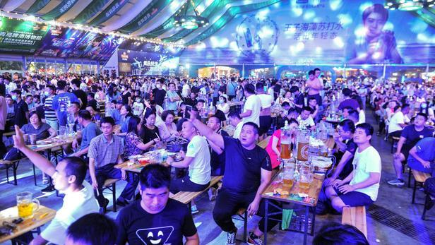 La Chine organiseune fête de la bière presque normale malgré la pandémie