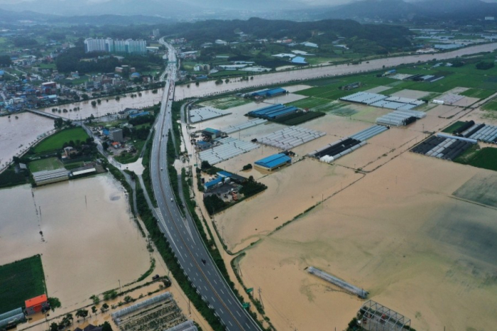 Heavy rains in South Korea leave 13 dead, displace over 1,000