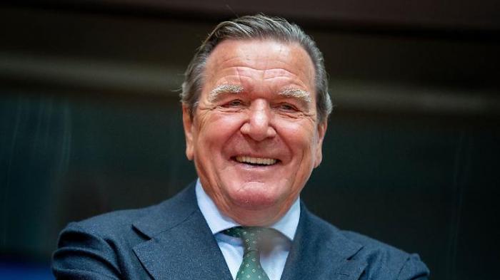 Schröder sieht Schwarz-Grün kommen