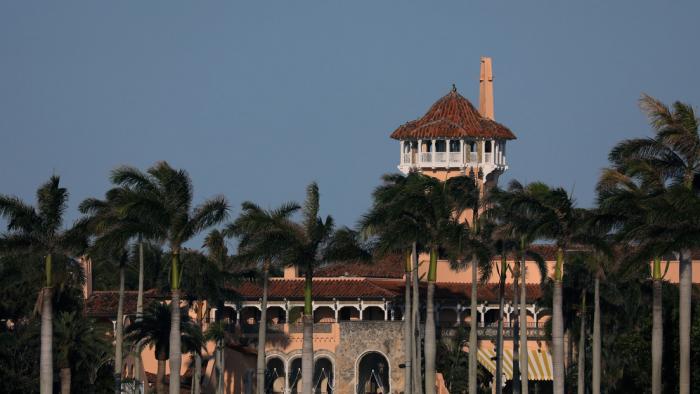 Tres adolescentes irrumpen en la residencia de Trump en Palm Beach