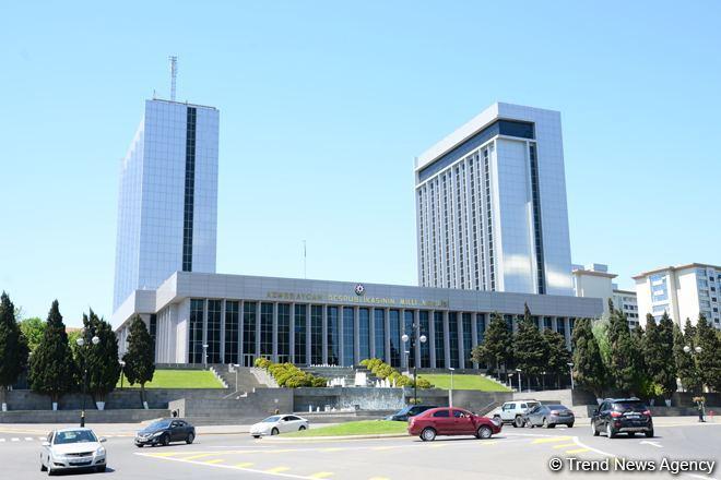 El Parlamento de Azerbaiyán aprobó las enmiendas al Presupuesto del Fondo de Seguro por Desempleo