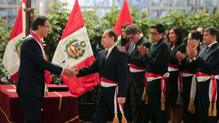 Walter Martos jura como nuevo primer ministro de Perú